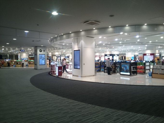 関西国際空港、第二ターミナルの化粧品売り場1