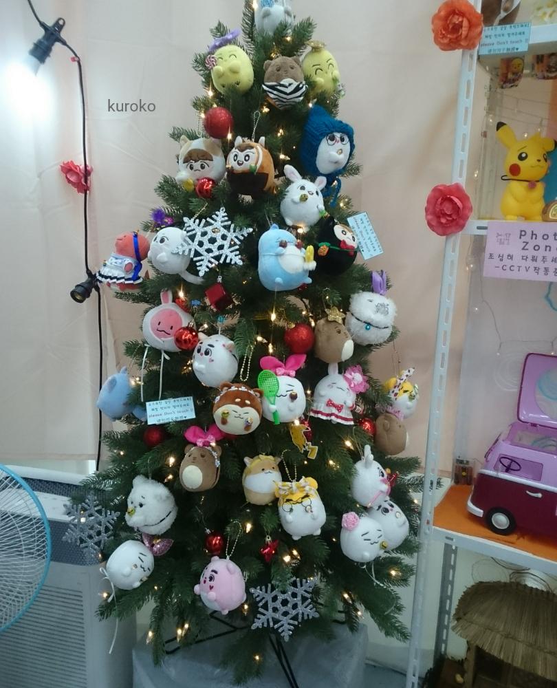 アイドルぬいぐるみのクリスマスツリー