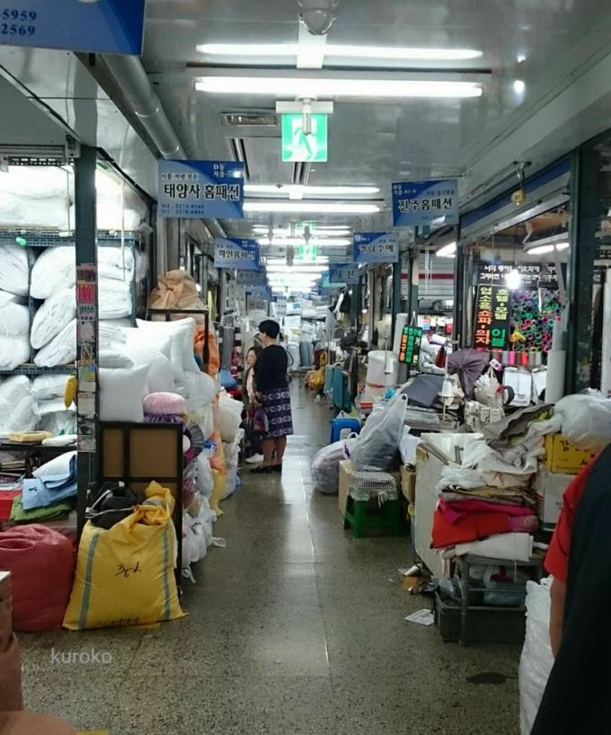 東大門総合市場の地下縫製フロア