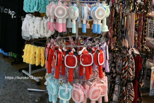 韓国ソウルでよく見かけるハンディファン(携帯扇風機)の画像