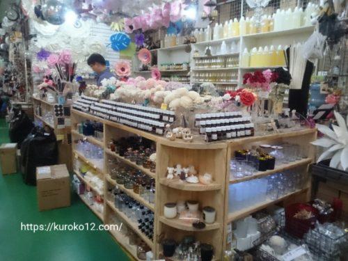 花市場のフレグランスオイル店の画像
