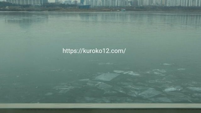 氷が張っている漢江の画像