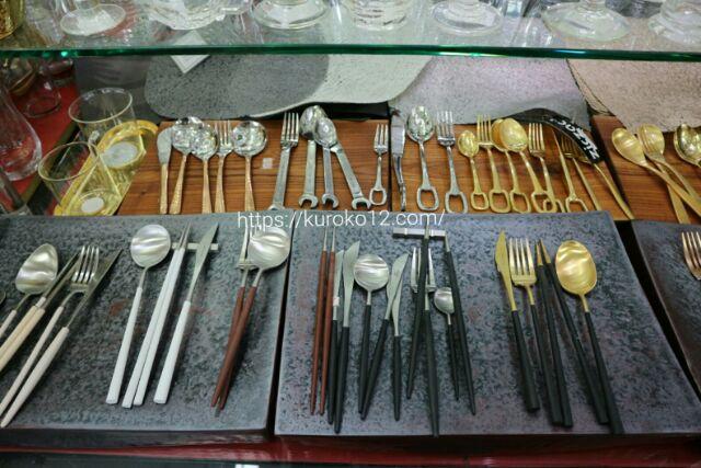 南大門市場で売ってるクチポール風のカトラリーの画像